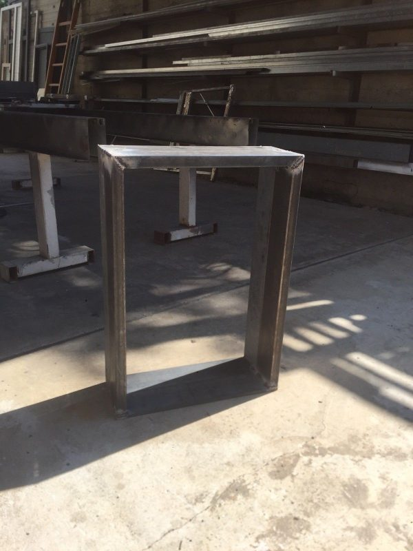 Steel Table Base per tavolo forma quadrata design industriale
