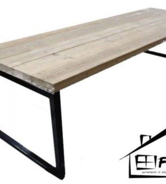 Tavolo vintage In legno gambe in ferro
