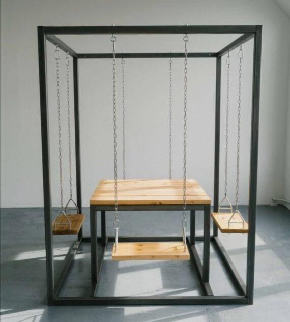 Tavolo quadrato con sedute ad altalena